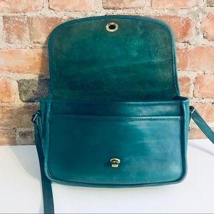 9c9ff297 Vintage coach green city bag cross body